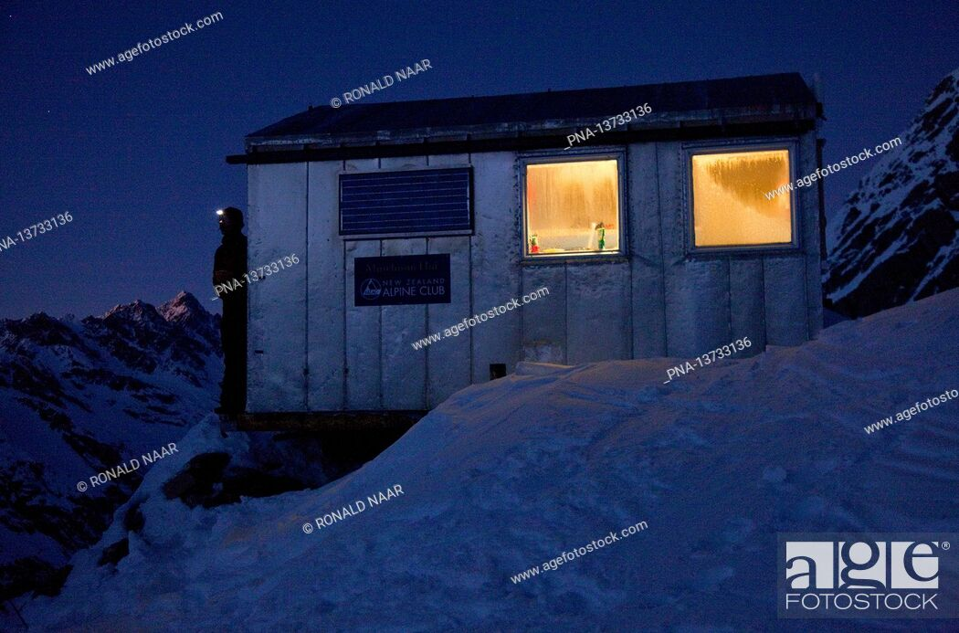 Imagen: Murchison Hut in the Mount Cook National Park, Southern Island, New-Zealand.