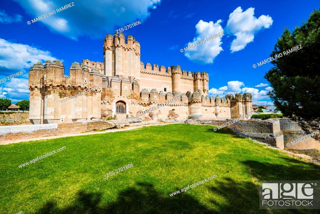 Imagen: Castillo de Coca, Coca Castle, is a fortification constructed in the 15th century. Coca, Segovia, Castilla y León, Spain, Europe.