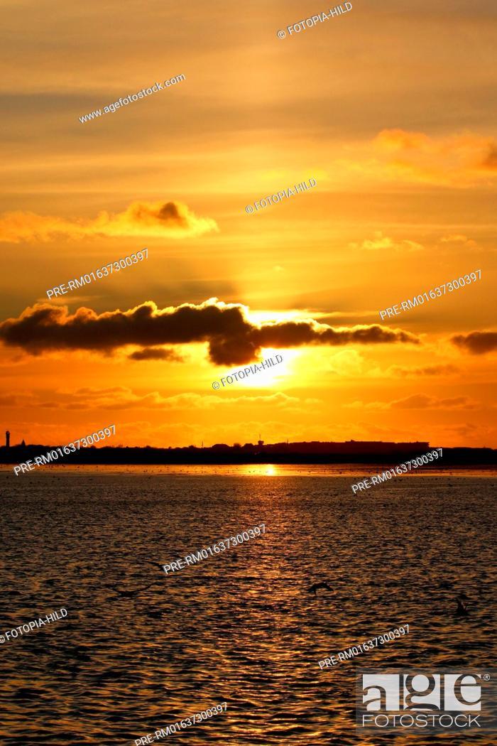 Stock Photo: Sunset at Wangerooge, Friesland district, Lower Saxony, Germany, North Sea / Sonnenuntergang vor Wangerooge, Landkreis Friesland, Niedersachsen, Deutschland.