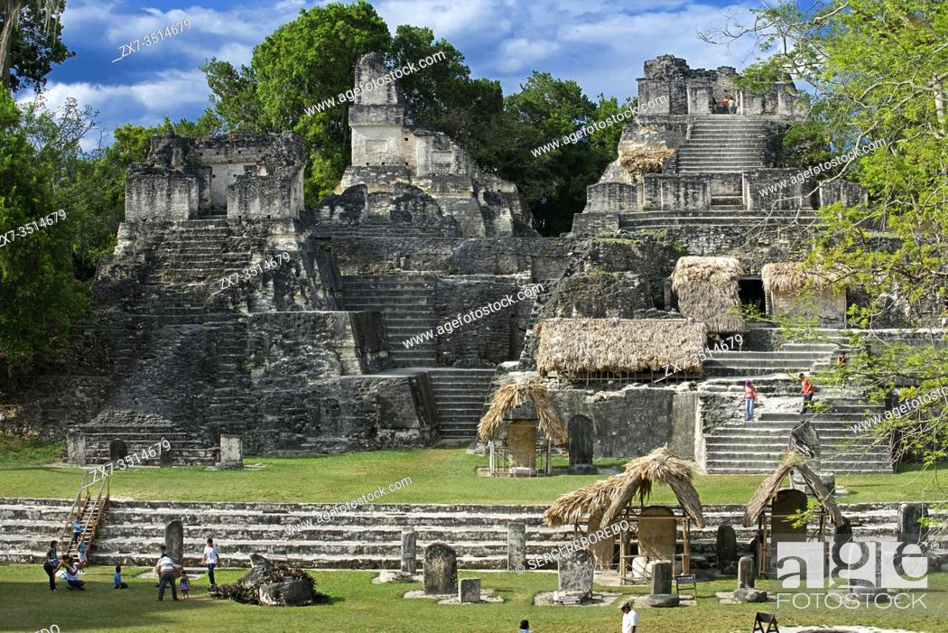 Imagen: Tikal ruins (UNESCO site), Guatemala. Central acropolis. Pre-Columbian Maya Site at Tikal, El Peten National Park, Guatemala, a UNESCO World Heritage Site.
