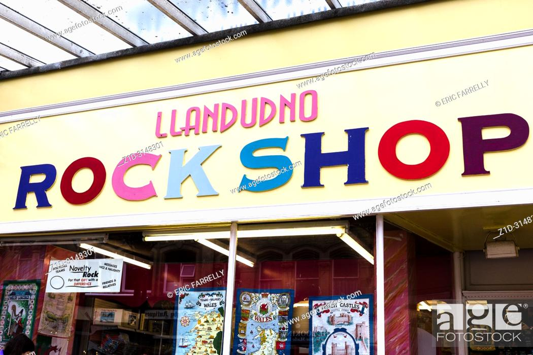Imagen: Holiday souvenirs. Llandudno North Wales UK.