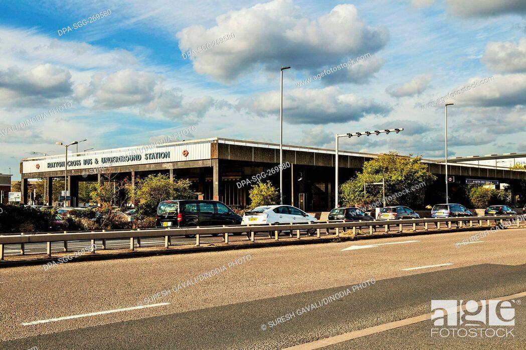 Imagen: Hatton Cross bus and underground station, Heathrow Airport, UK, United Kingdom.
