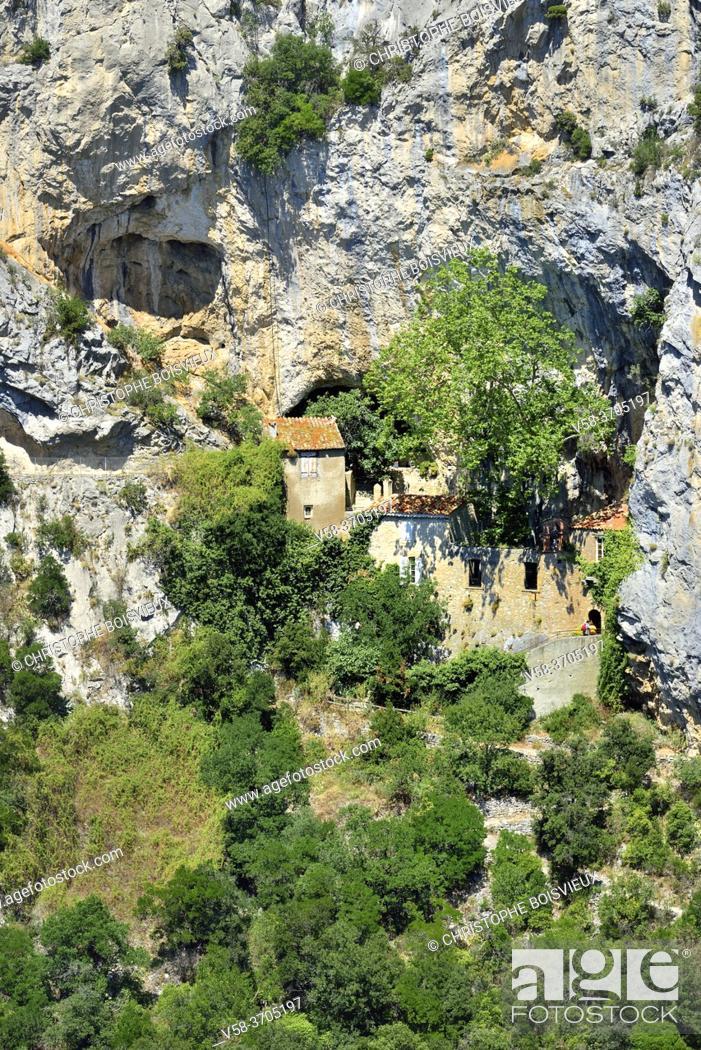 Imagen: France, Pyrenees-Orientales, Galamus hermitage.