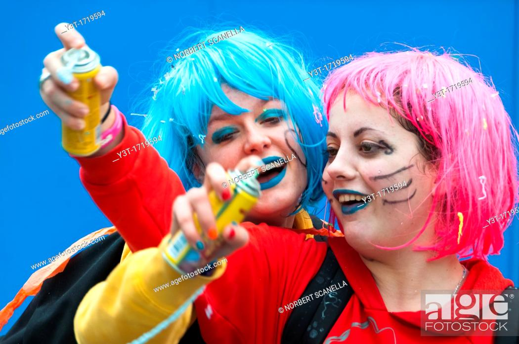 Stock Photo: Europe. France, Alpes-Maritimes. Nice. Carnival. Two friends playing.
