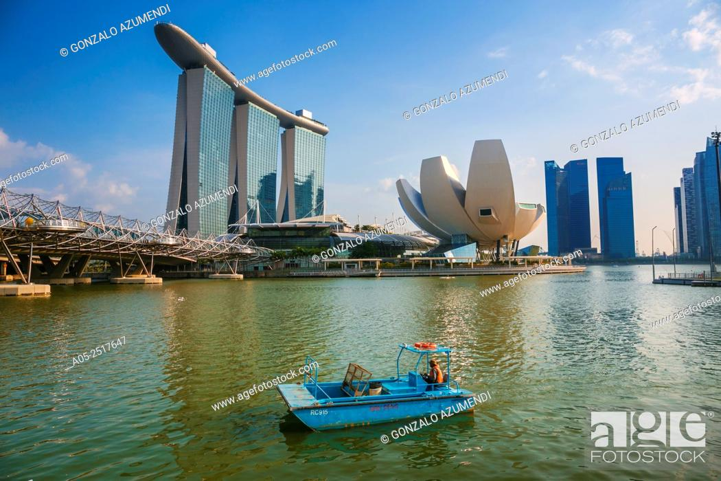 Imagen: On the left Marina Bay Sands Hotel. On the right ArtScience Museum . Marina Bay. Singapore. Asia.