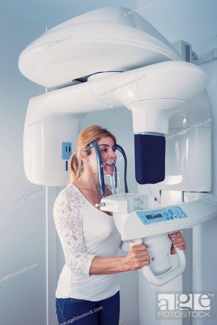 Imagen: 3D X-ray dental machine; Tarifa, Cadz, Andalusia, Spain.