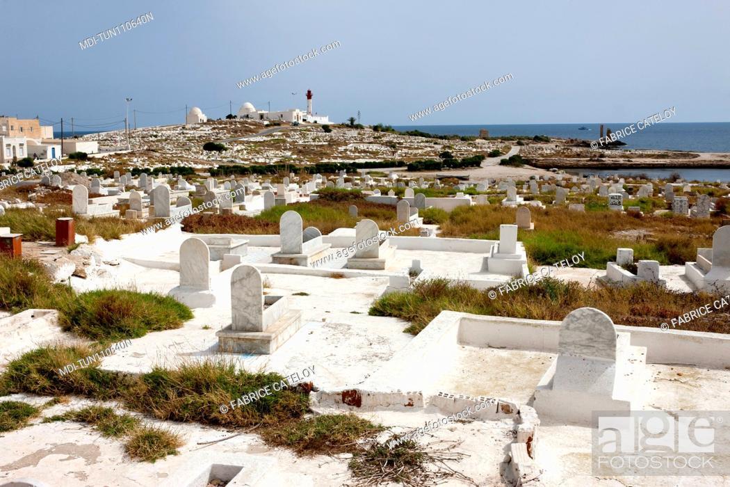 Imagen: Tunisia - Madhia - The seaside cemetery.