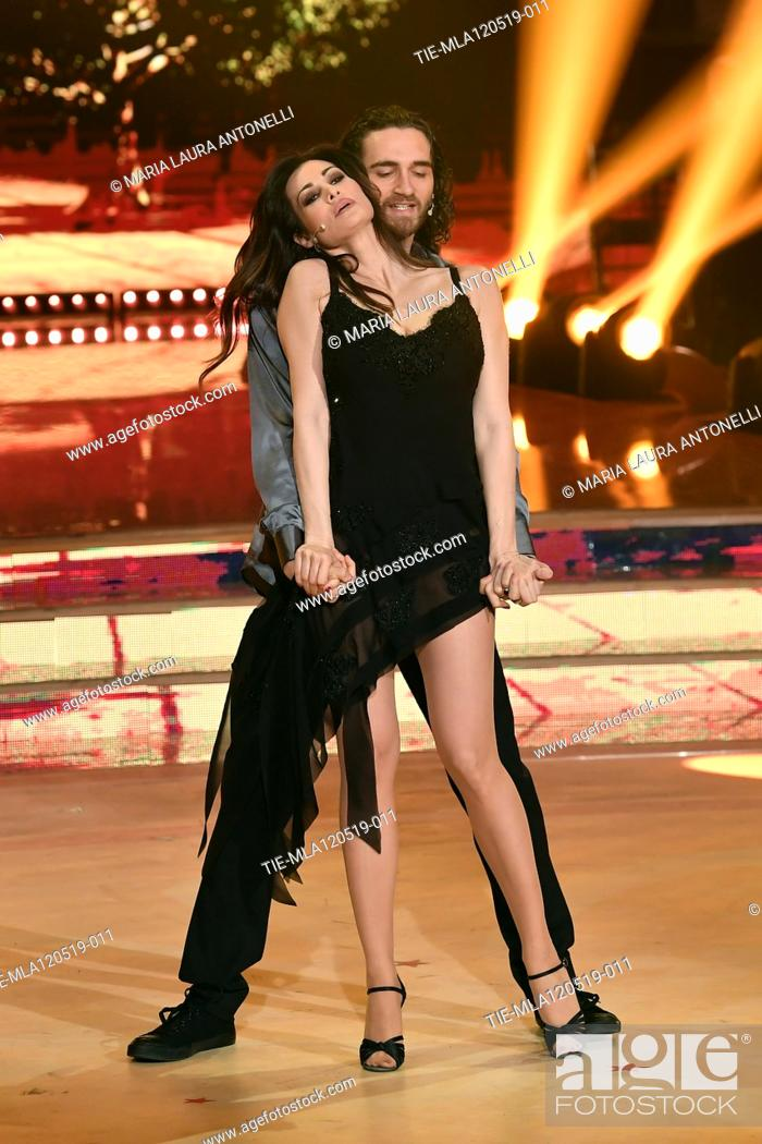 Imagen: Manuela Arcuri during the performance at the tv show Ballando con le setelle (Dancing with the stars) Rome, ITALY-11-05-2019.
