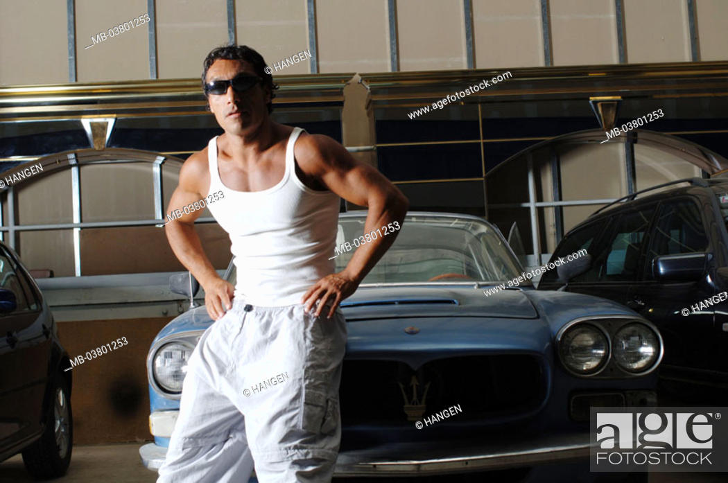 Stock Photo: Garage, old-timers, Maserati, man,  muscular, muscle shepherd, leans  Series, 20-30 years, dark-skinned, dark-haired, southern, sun glass, durchtrainiert.