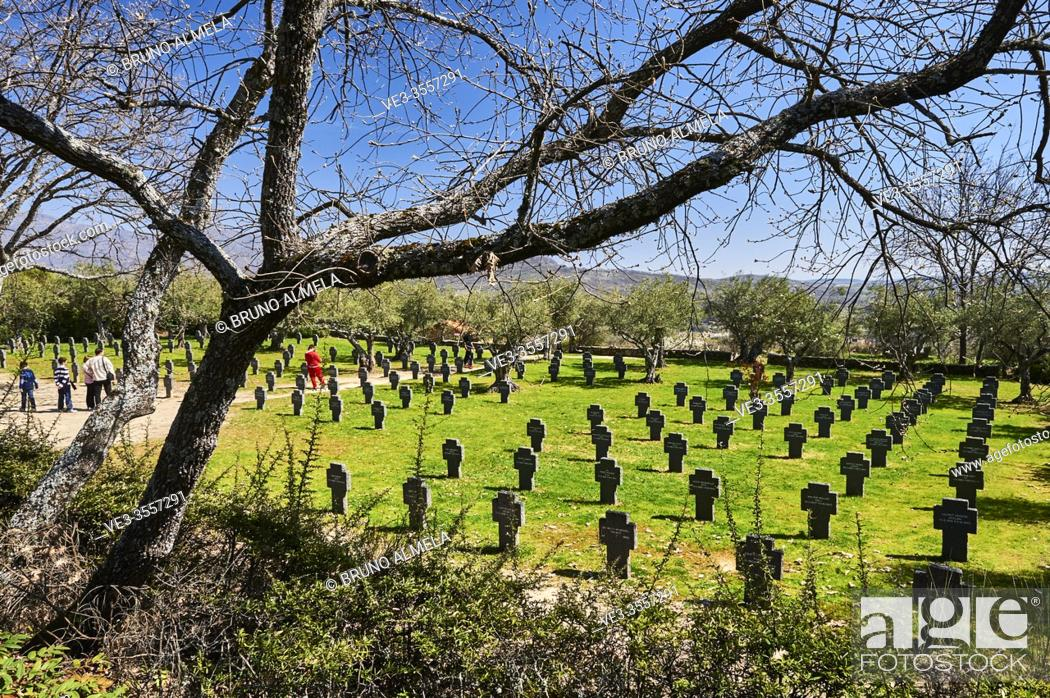 Imagen: View of the German Soldiers Cemetery in Cuacos de Yuste, Extremadura (Spain).