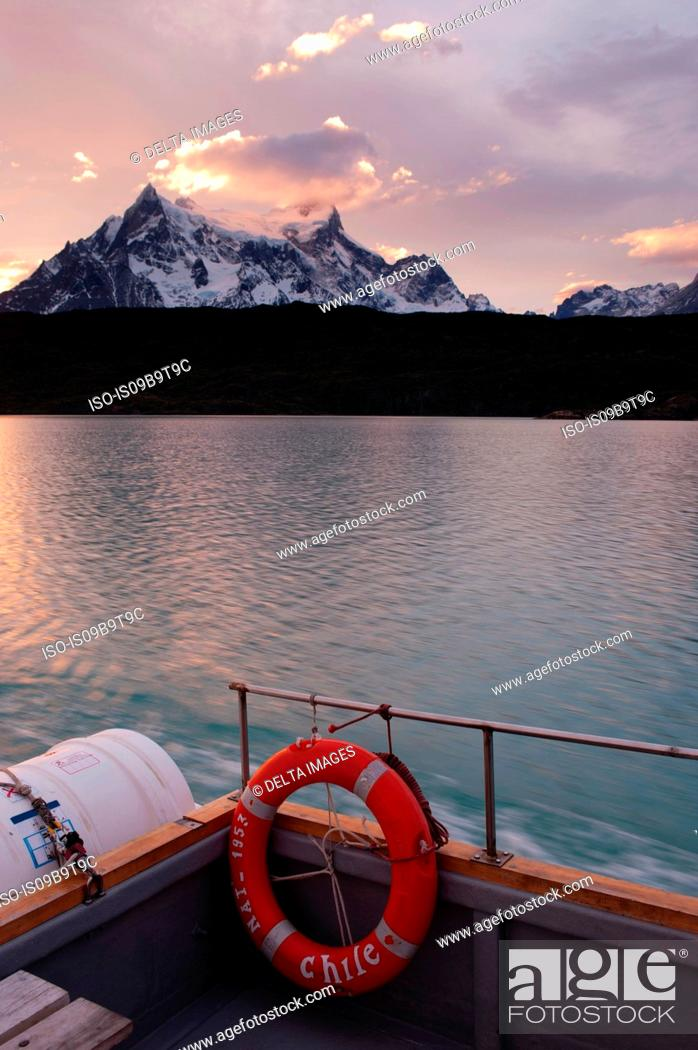 Stock Photo: Lago Pehoe, Torres del Paine National Park, Patagonia, Chile.