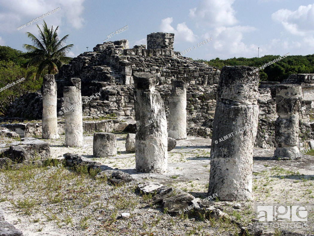 Stock Photo: Ruinas del Rey (Ruins of the King), Mayan archeological site (postclassic period, 1250-1521) near Cancún. Yucatán, Mexico.