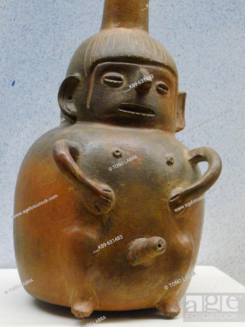 Stock Photo: Vasija ofrenda enterramientos de la cultura Wari. Zona Central de Perú (600 d.C - 1100 d.C). Museo de la Nación. Lima. Perú.