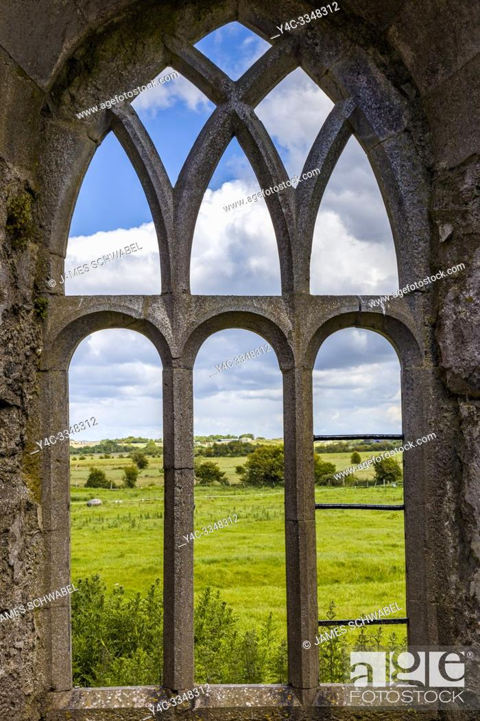 Imagen: Ruins of Ross Errilly Friary in Headford Co. Galway founded 1351 AD one of the finest medieval Franciscan monasteries in Ireland.