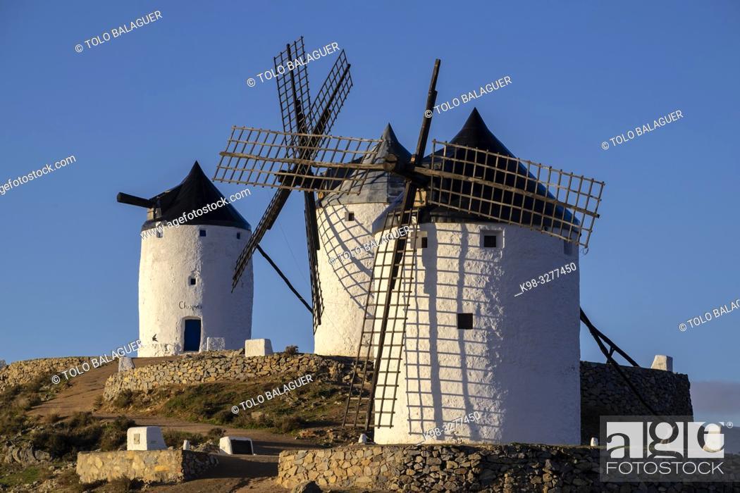 Imagen: molinos de Consuegra, cerro Calderico, Consuegra, provincia de Toledo, Castilla-La Mancha, Spain.