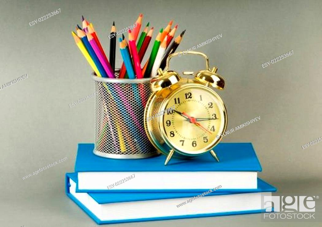 Imagen: Back to school concept with books and pencils.