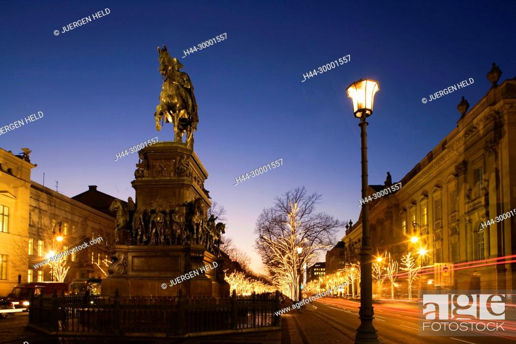 Unter Den Linden Weihnachtsbeleuchtung.Berlin Brandenburger Tor Christmas Illumination Statue Of King