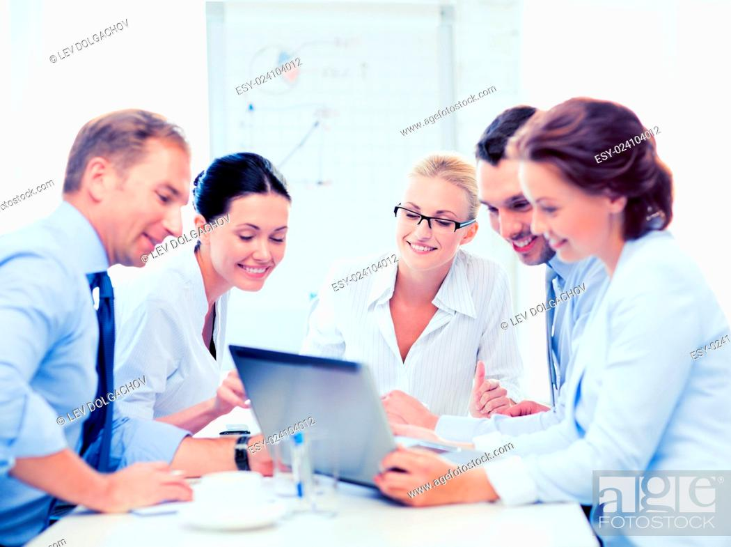 Photo de stock: friendly business team having meeting in office.