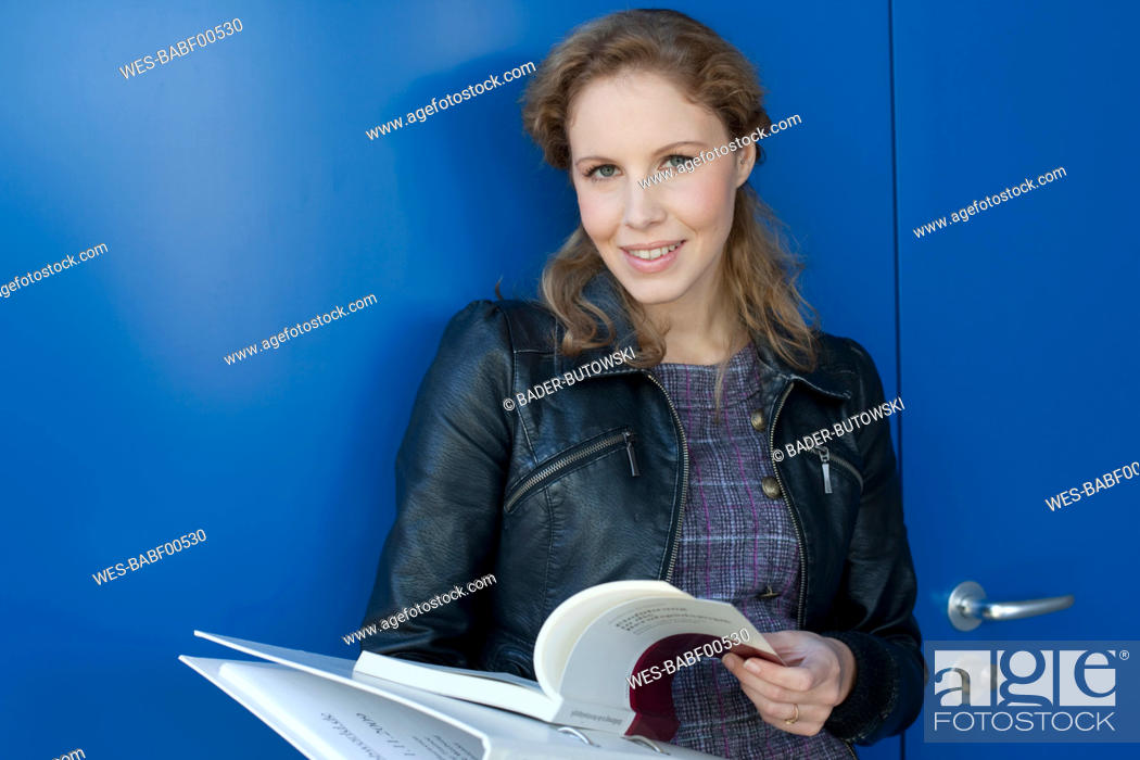 Stock Photo: Germany, Leipzig, Young woman smiling, portrait.