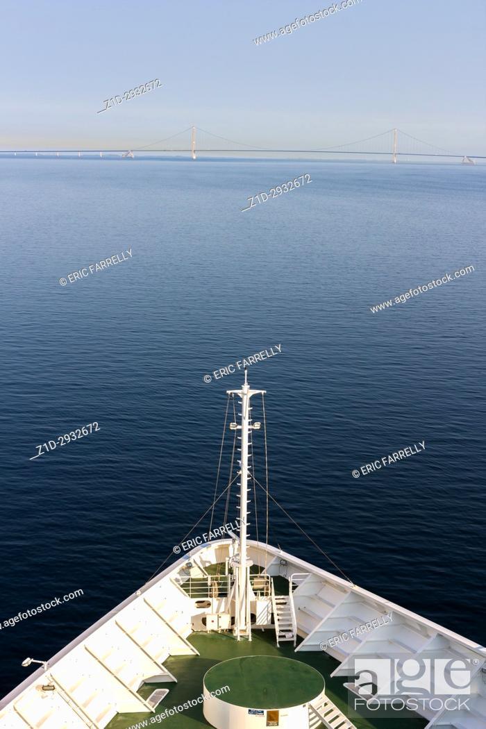 Imagen: Ships bow sailing through calm seas of the Kattegat, approaching Oresund Bridge.
