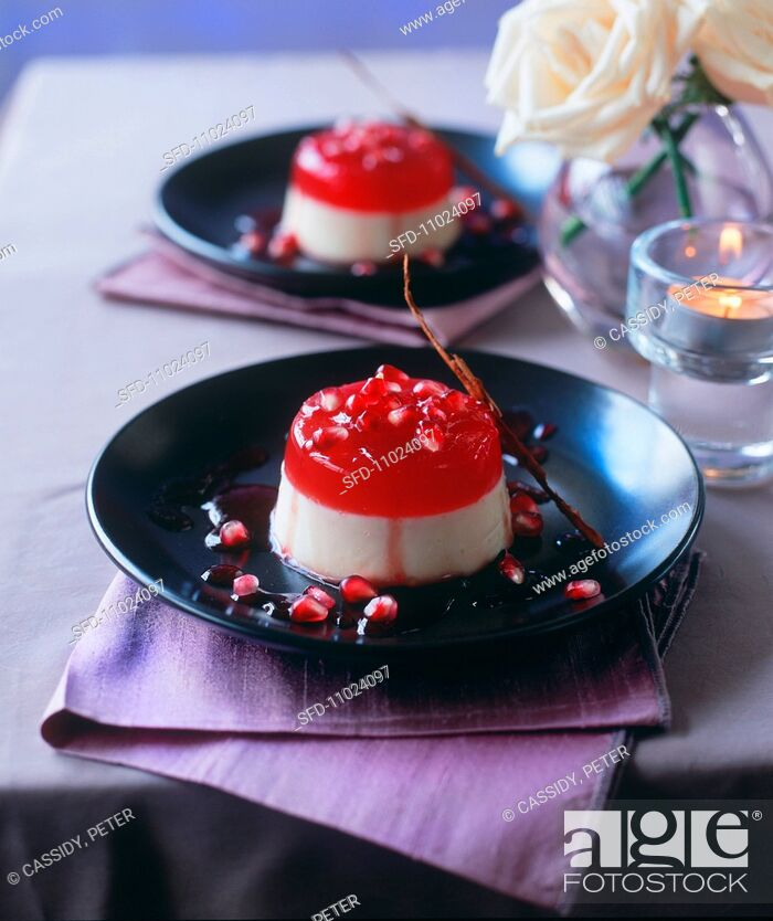 Imagen: Panna cotta with pomegranate.
