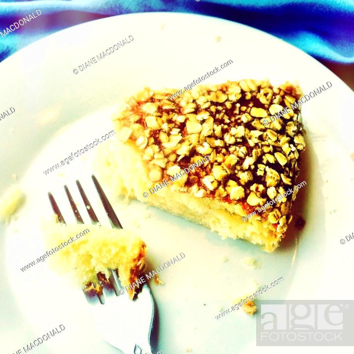 Imagen: Cake with oatmeal flakes and fork.