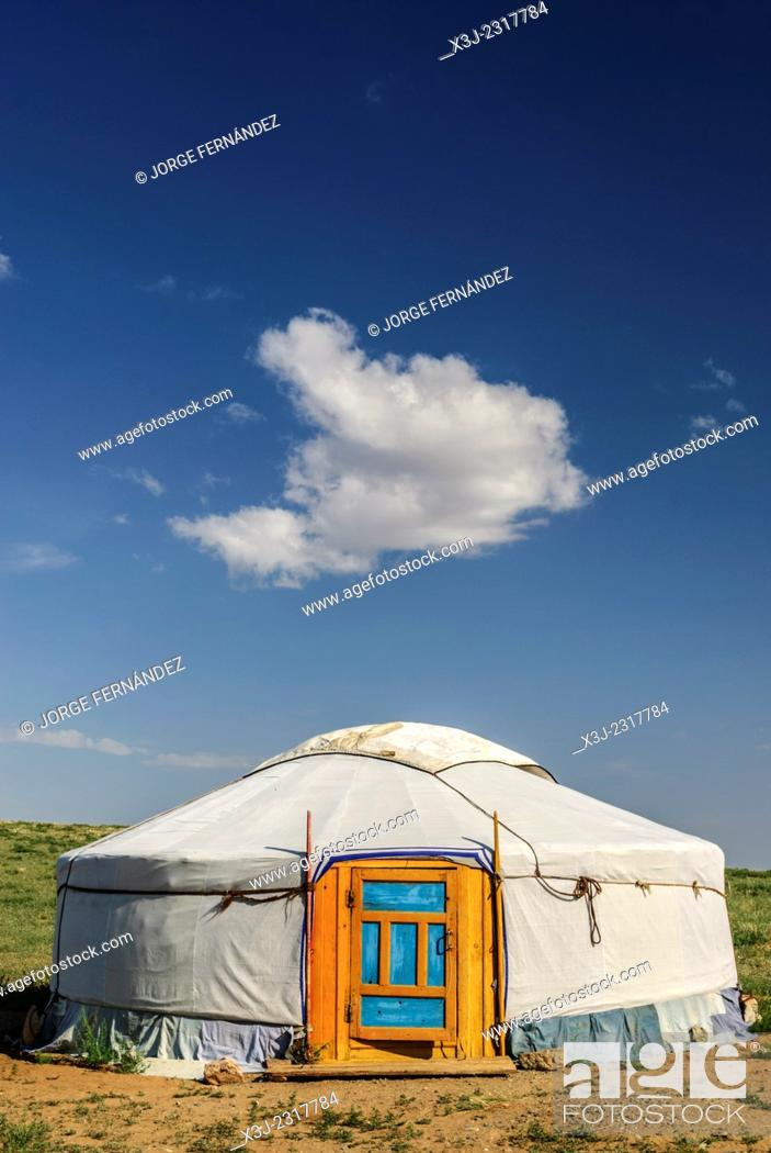 Stock Photo: Yurt and blue sky with clouds in the Gobi desert, Mongolia.