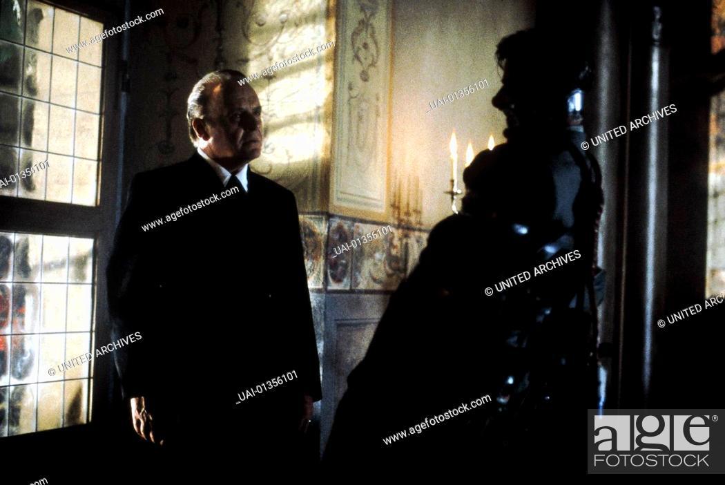 Stock Photo: Hannibal, Hannibal, Hannibal, Hannibal, Hannibal Lecter (Anthony Hopkins), Rinaldo Pazzi (Giancarlo Giannini) *** Local Caption *** 2001.