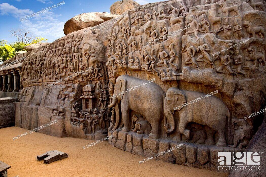 Imagen: Stone carvings on the face of a rock at Arjuna's Penance, Mahabalipuram, Kanchipuram District, Tamil Nadu, India.