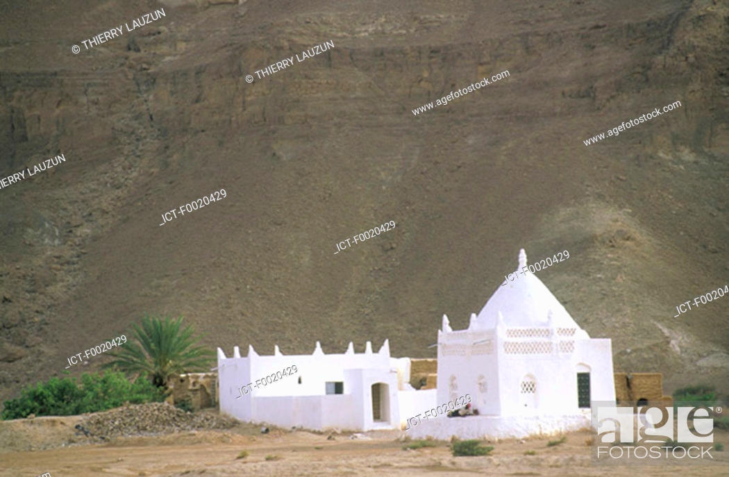 Stock Photo: Yemen, Wadi Hadramawt, mausoleum.