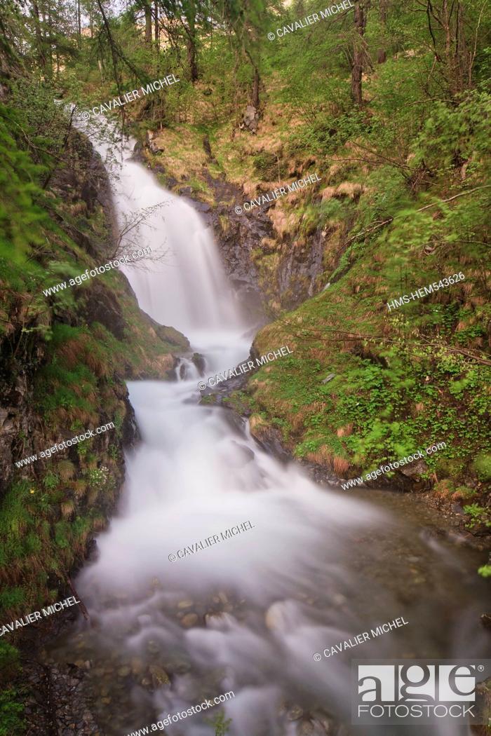 Stock Photo: France, Alpes Maritimes, Parc National du Mercantour Mercantour National Park, Haute Tinee, waterfall of the torrent of Vens.