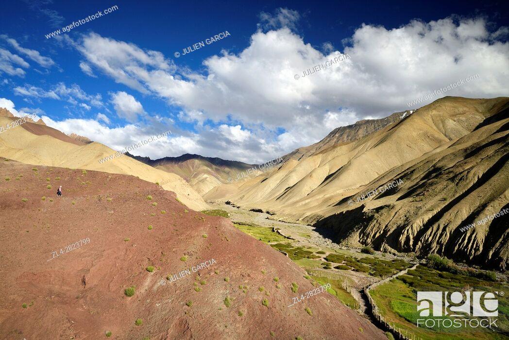 Stock Photo: India, Jammu and Kashmir State, Himalaya, Ladakh, Hemis National Park, orange and pink mountains near the village of Rumbak.