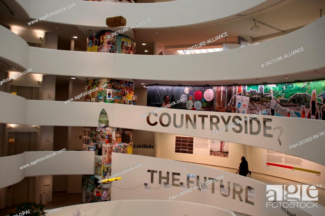 """Photo de stock: 30 September 2020, US, New York: In the rotunda of the Guggenheim Museum, the show """"""""Countryside, the Future, """""""" conceived by Dutch star architect Rem Kolhaas."""