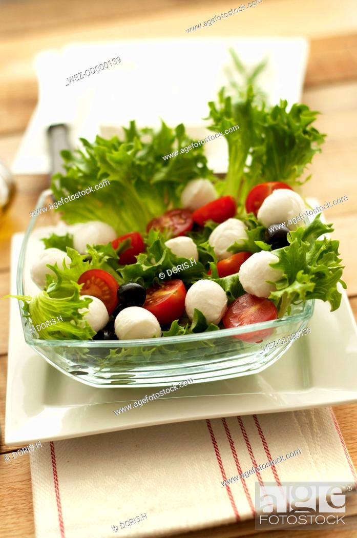 Stock Photo: Plate of salad with tomatoes and mozzarella, close up.