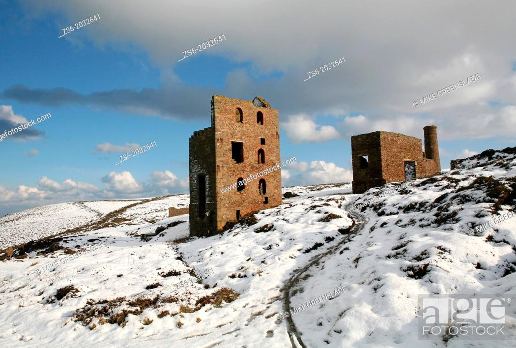 Imagen: Wheal Coates tin mine in the snow, St Agnes Cornwall, UK.