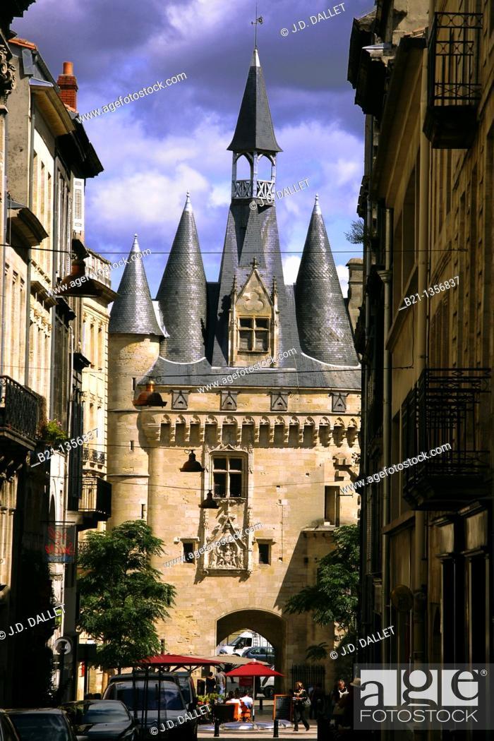 Stock Photo: Porte Cailhau town gate, old Bordeaux, Gironde, Aquitaine, France.