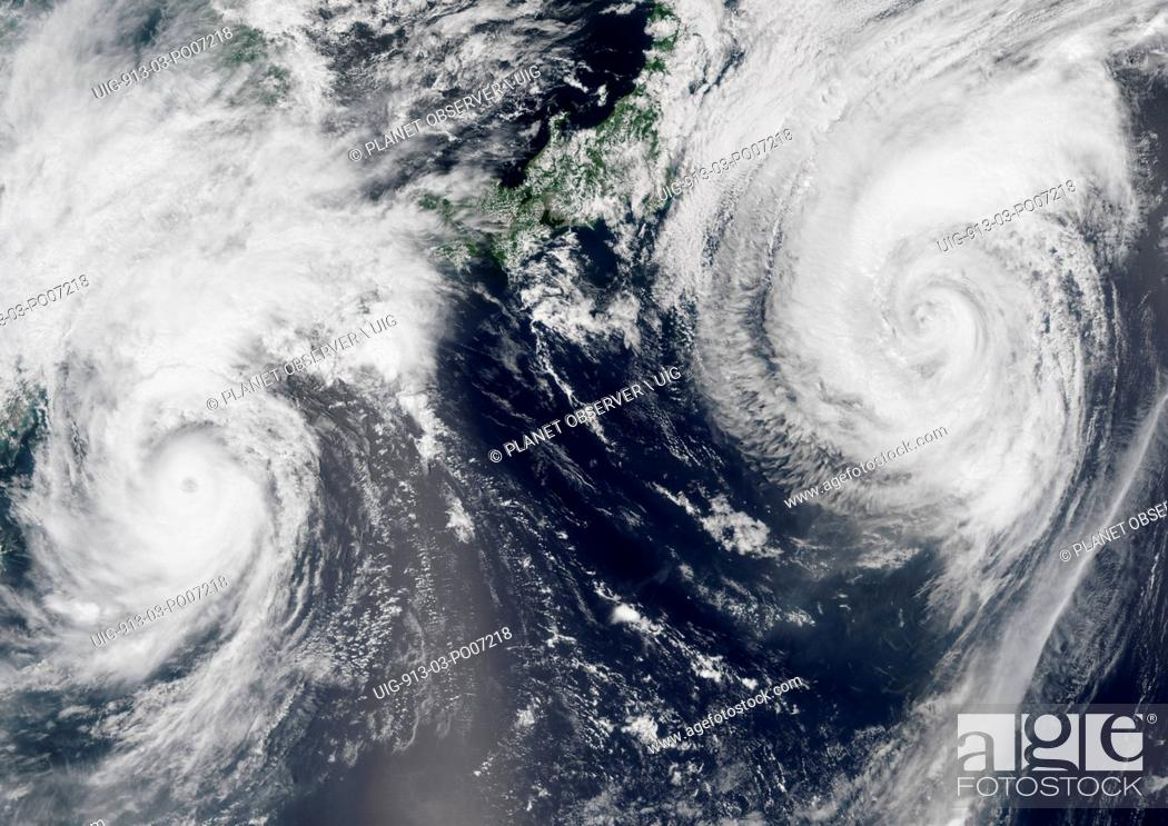 Imagen: Satellite view of Typhoons Goni and Atsani in 2015 over the Pacific Ocean. Image taken on August 24, 2015.