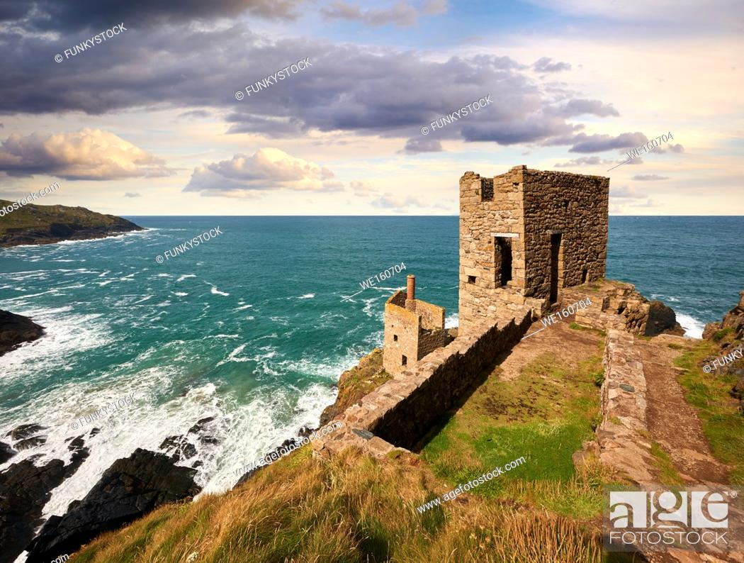 Imagen: Ruined engine houses of Botallack Tin Mine, Near St Agnes, Cornwall.