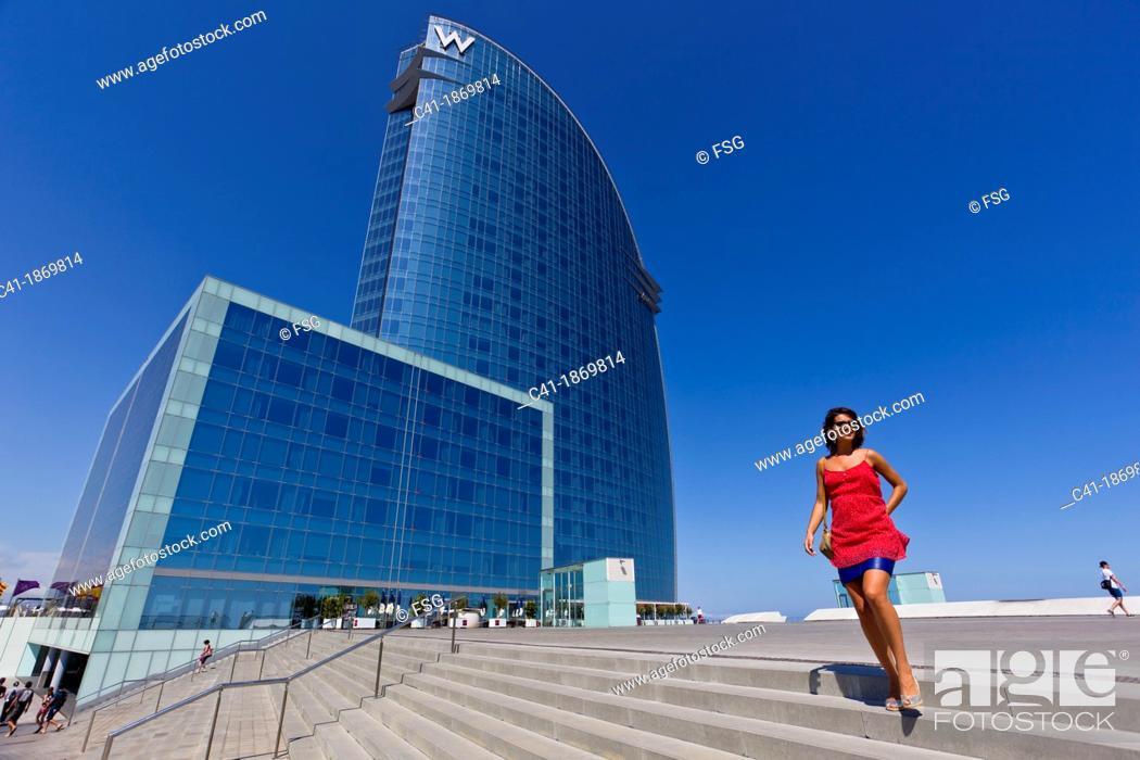Imagen: Girl in front of W Hotel  Barcelona, Spain.