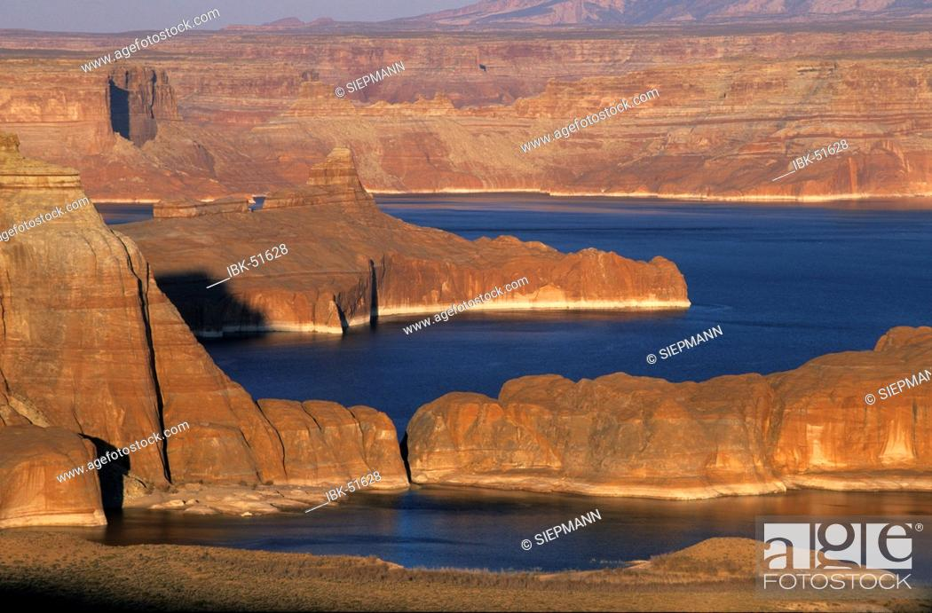 Stock Photo: USA Utah Lake Powell Glen Canyon National Recreation Area - view from Romana Mesa.
