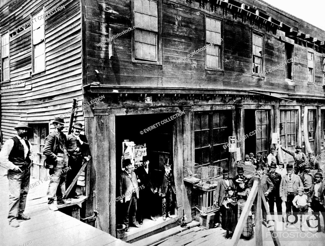 Imagen: Abe Warner opened his saloon on Meigg's Wharf in 1856, and it soon was called the Cobweb Palace. He loved spiders, and allowed them for years to spin their webs.