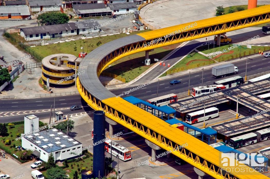 Imagen: Terminal of Bus of the Parque Dom Pedro II, São Paulo, Brazil.
