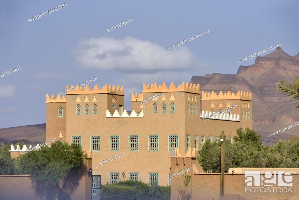Stock Photo: house at the foot of Djebel Kissane, near Agdz, Mount Kissane (Jbel Kissane), Draa-Tafilet region, Morocco, North West Africa.