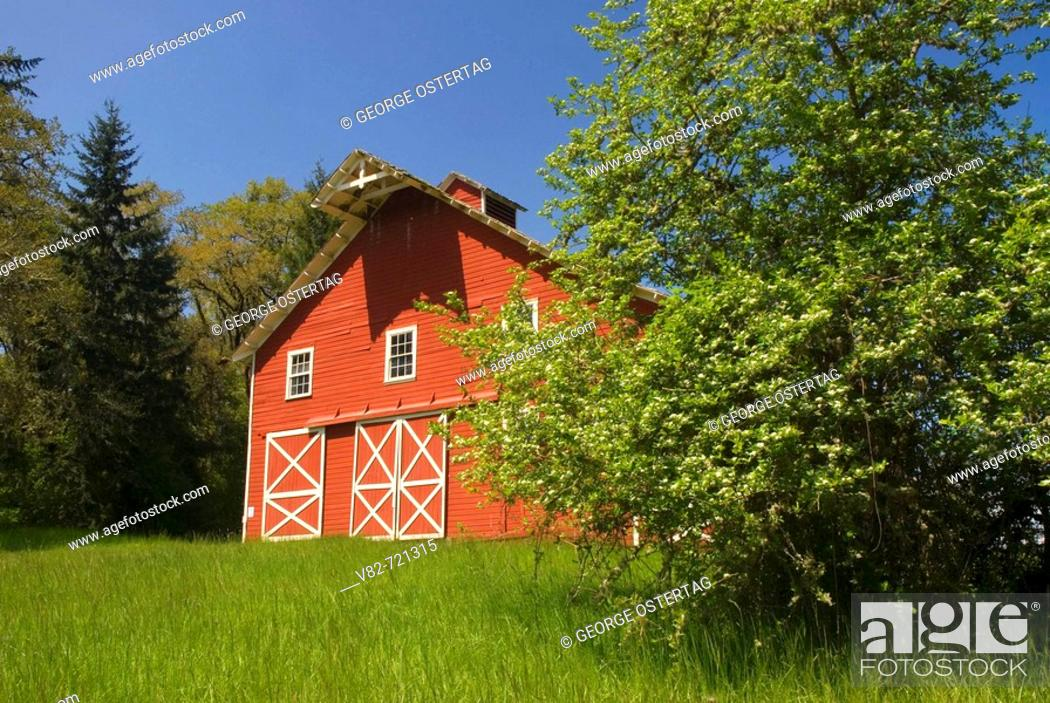 Stock Photo: Fiechter Barn, William Finley National Wildlife Refuge, Oregon, USA.