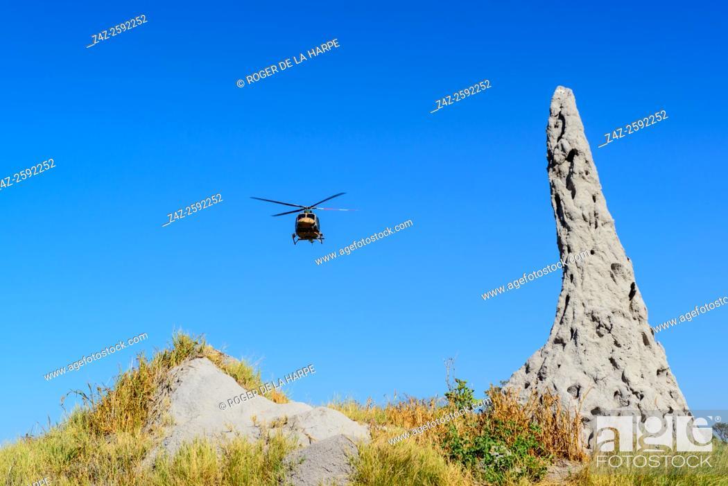 Imagen: Botswana Defence Force (BDF) helicopter landing. Okavango Delta. Botswana.