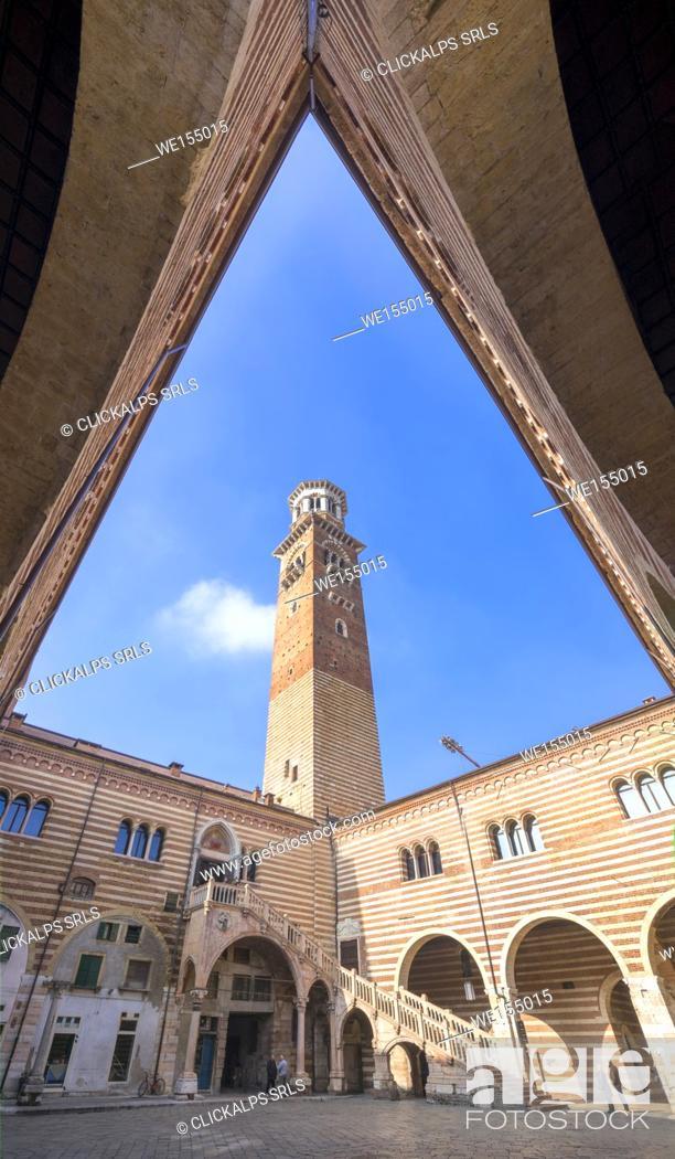 Imagen: Verona, Veneto, Italy. Palazzo del Mercato Vecchio with Torre dei Lamberti.