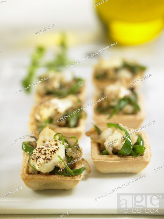 Stock Photo: tartaleta de bacalao, pimiento verde y alioli / tartlet with cod, green pepper and alioli.