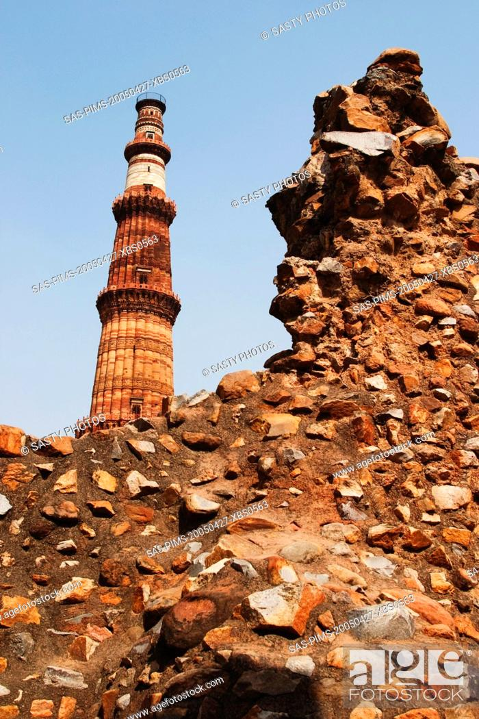 Stock Photo: Low angle view of a monument, Qutub Minar, New Delhi, India.