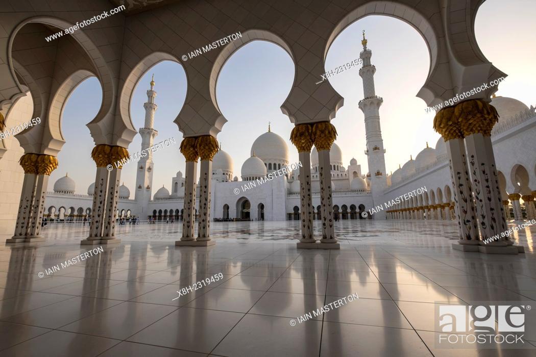 Stock Photo: Sheikh Zayed Grand Mosque in Abu Dhabi United Arab Emirates.