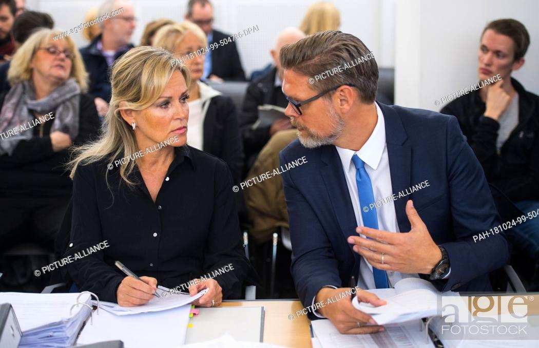 Stock Photo: 24 October 2018, Rhineland-Palatinate, Mainz: Susanne Schuck, lawyer on behalf of the City of Mainz, and Stefan Walter, lawyer on behalf of the City of Mainz.